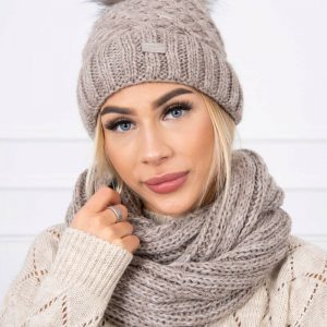 muts beige met sjaal